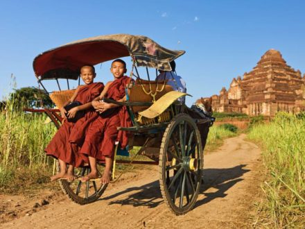 Myanmar Itinerary 9 Days : Buddhist Monks